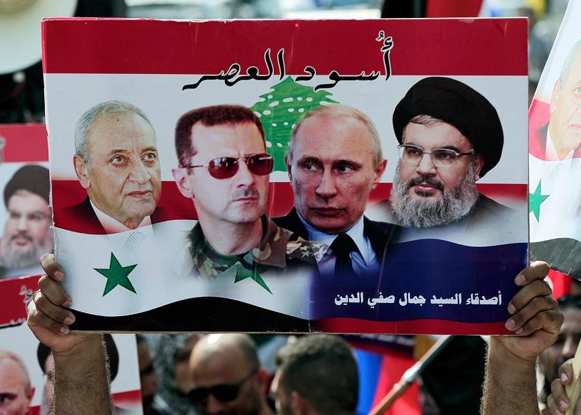 Van dit viertal 'leeuwen van onze tijd', aldus betogers in Libanon onlangs, zou vrede in Syrië moeten komen: van rechts naar links Hezbollah-leider Hassan Nasrallah, presidenten Putin en Assad en de Libanese politicus Nabih Berri.  (ap / Bilal Hussein)