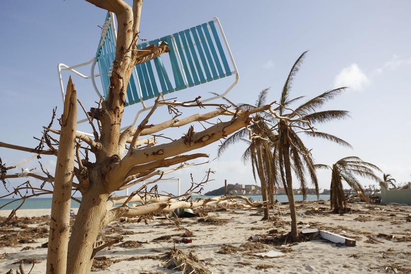 Sint Maarten ligt vol met houten, ijzeren, papieren en stalen kadavers.  (anp / Arie Kievit)