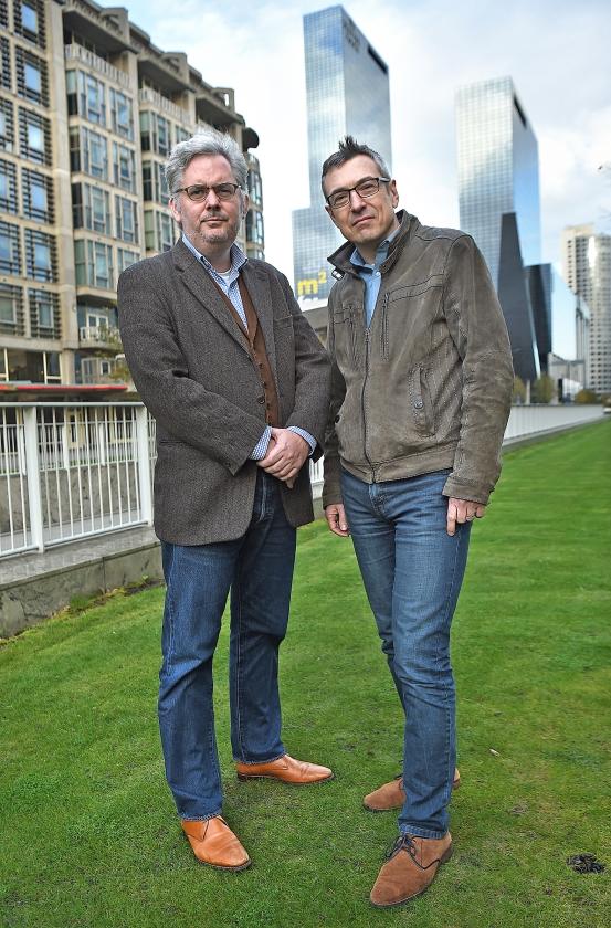 Van Asten en Dik: 'We willen een soort biografie van het object leren kennen.'   (Marcel van den Bergh)