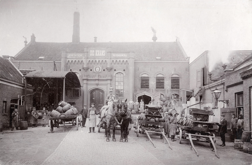 Brouwerij De Krans aan de Croeselaan 1 in Utrecht (1910). Deze foto is beschikbaar gesteld aan het publieke domein.  (utrechts archief / G. Jochmann)