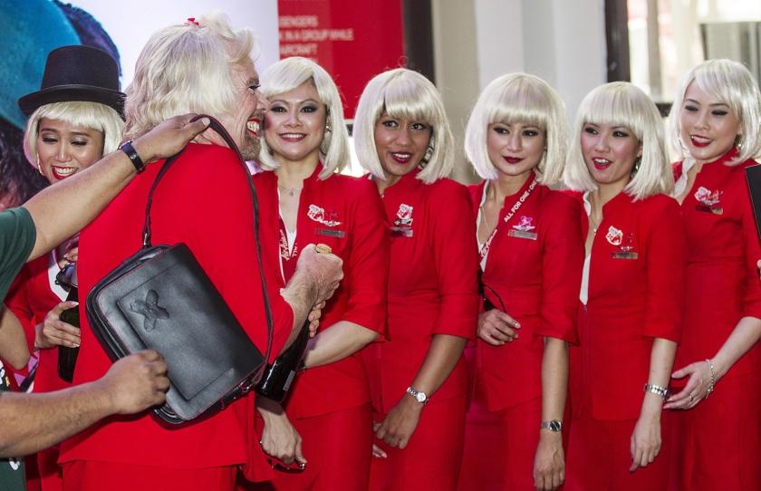 Stewardessen van Virgin Atlantic met make-up op een archieffoto uit 2013.  (epa / Ahmad Yusni)