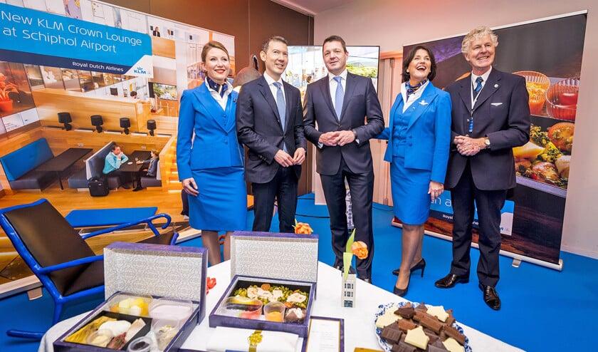 Pieter Elbers (midden) en Benjamin Smith (tweede van links) bij de presentatie van de jaarcijfers van Air France-KLM.  (anp / Lex van Lieshout)