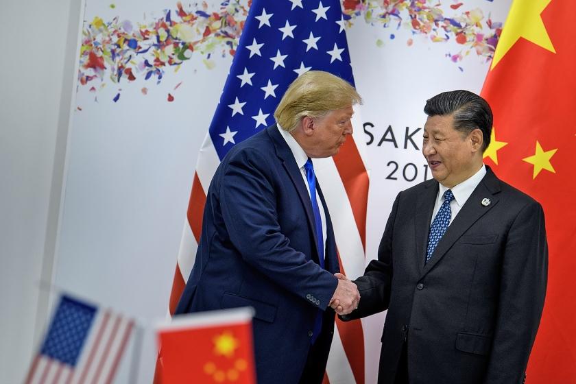 De Chinese president Xi en de Amerikaanse president Trump ontmoeten elkaar tijdens de G20-top in Osaka, eind juni.  (afp / Brendan Smialowski)