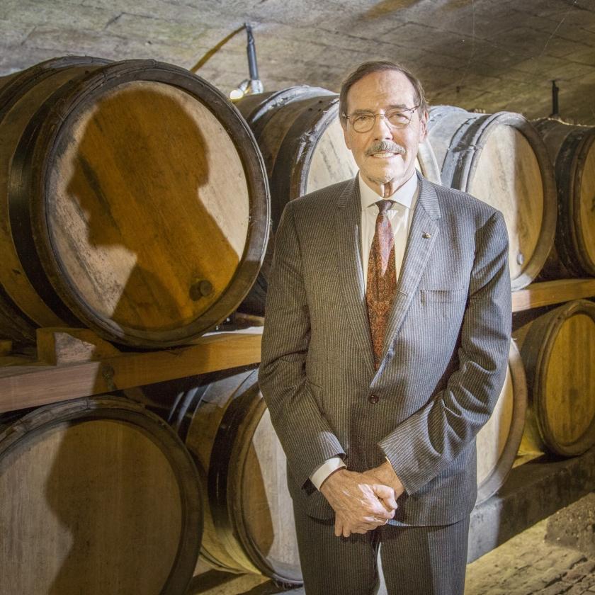 Marcel Mourmans in een van zijn wijnkelders. Sommige fusten gaan terug tot begin vijftiende eeuw.   (Pauline Niks)