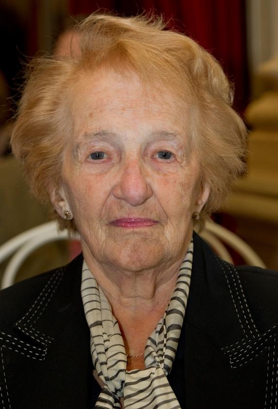 Marga Minco op negentigjarige leeftijd.  (Joost van den Broek)