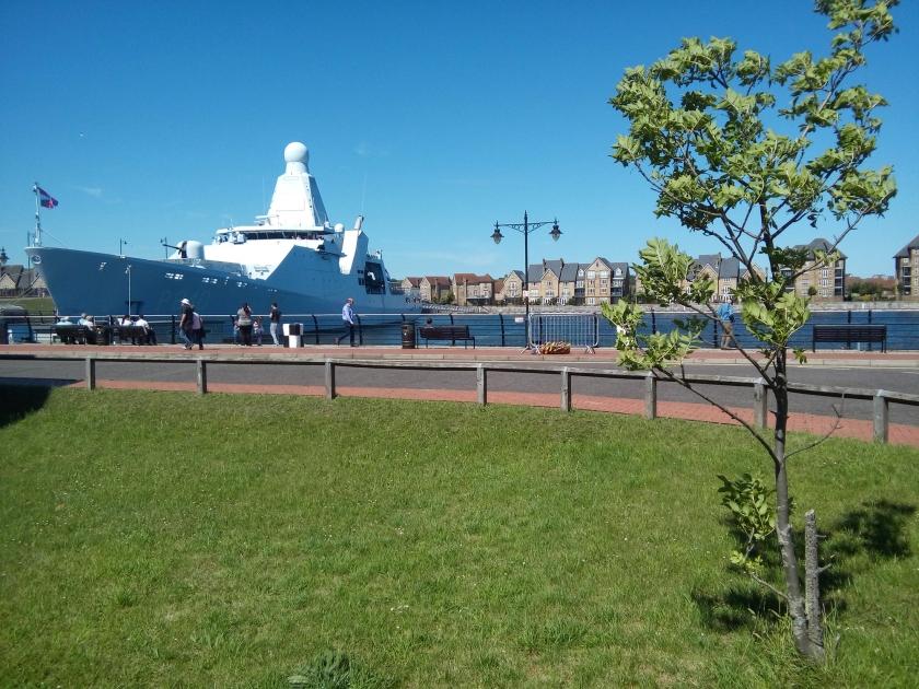 Zr.Ms. Holland, een van de vier patrouilleschepen van de Koninklijke Marine, in juni dit jaar in het Britse Chatham.  (Riekelt Pasterkamp)