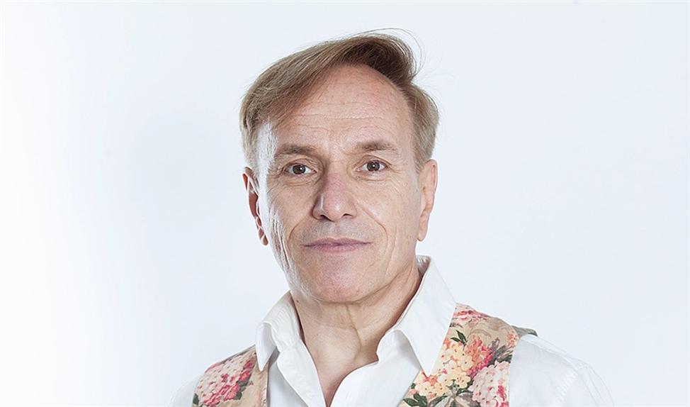 Philippe Elan: 'Ik zit graag, waar ik ook ben, in verlaten kerkgebouwen om rust en stilte te vinden.'   (René Wouters)