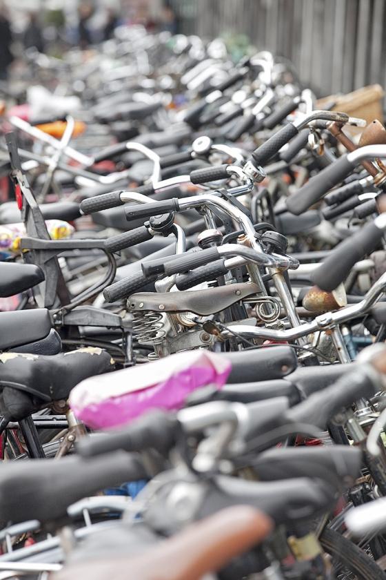 Deventer heeft dit studiejaar veel internationale studenten, die massaal proberen een goedkope fiets te regelen. Met een tekort als gevolg.