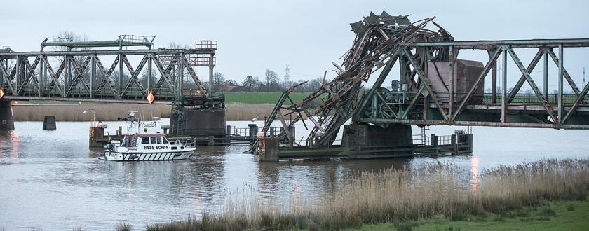 De geramde spoorbrug bij Weener  (ap / Lars Klemmer)