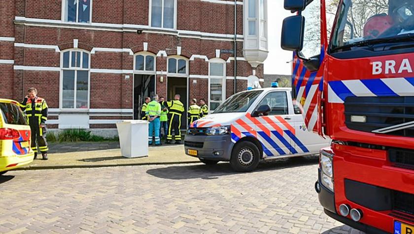 Hulpdiensten waren snel ter plaatse bij het huis waarin drie studentes een koolmonoxidevergiftiging hadden opgelopen.  (Omroep Brabant)