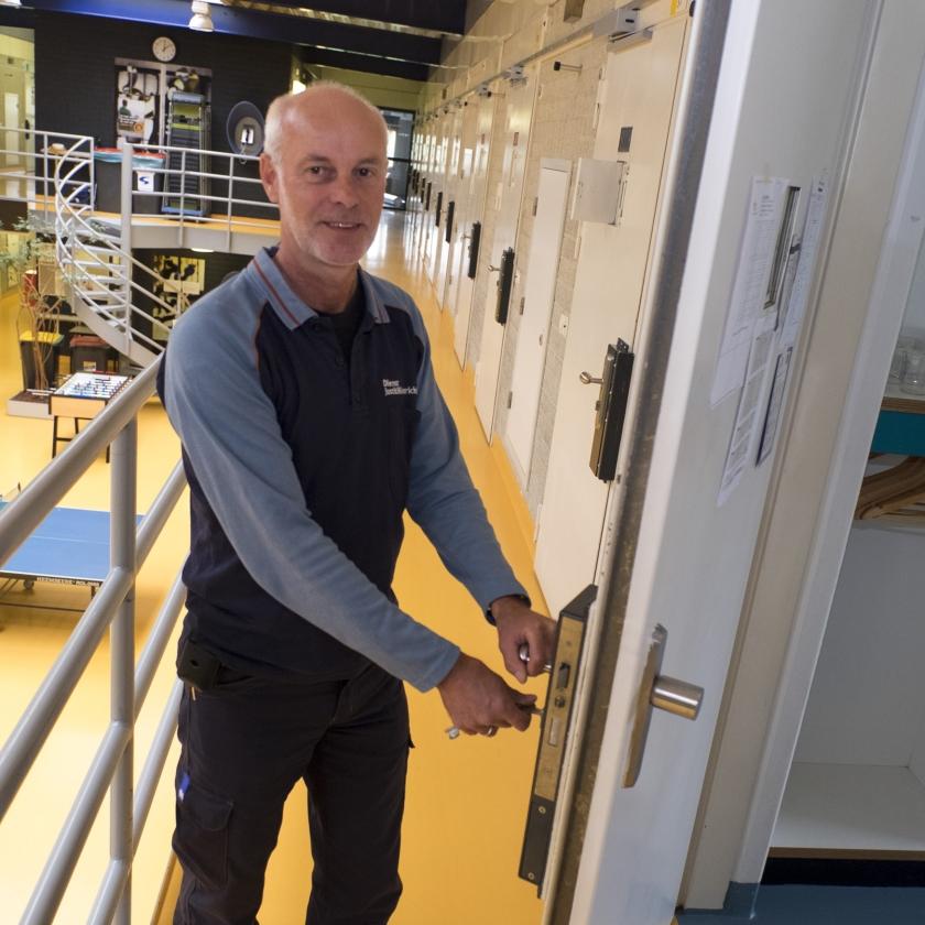 Met pensioen: Gevangenenbewaarder Coen   (Dirk-Jan Gjeltema)