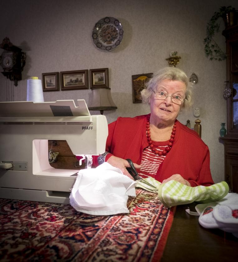 Ouderenportret: Hennie Vink (79 jaar)   (David van Dam)