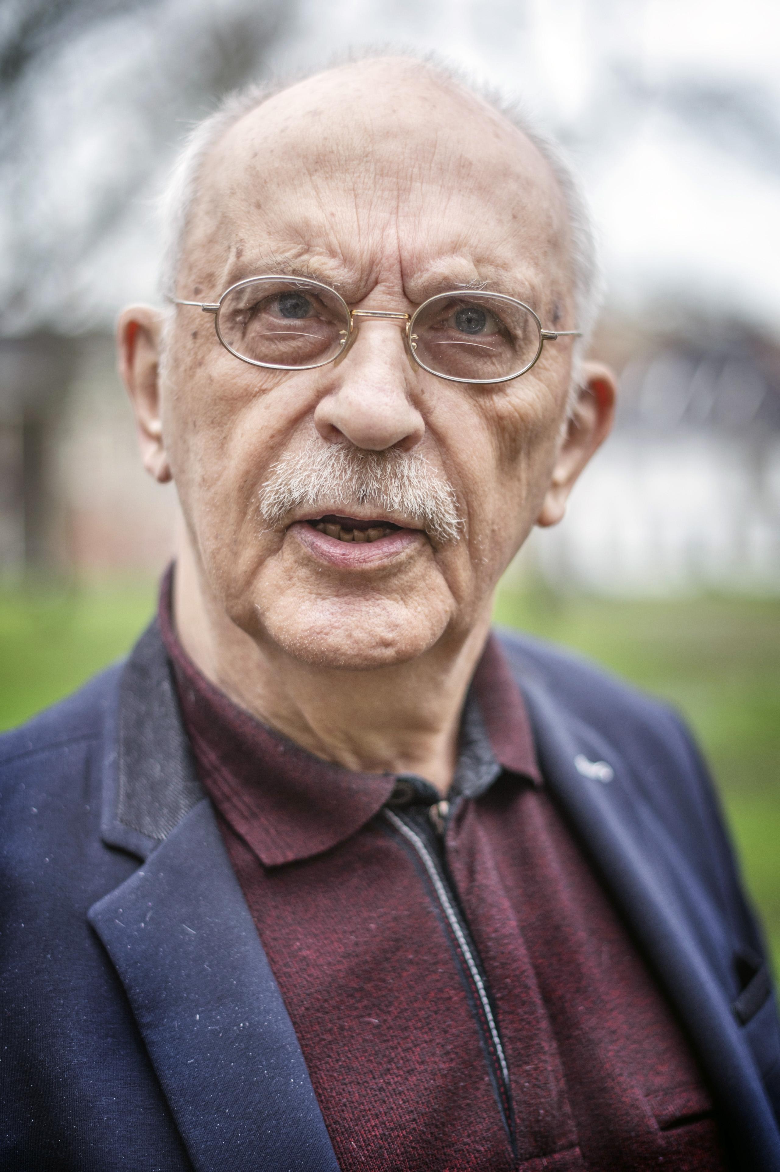 Lambert Wierenga, 85 jaar oud, een vitale wetenschapper die een boek ('Mens zoekt God') schreef over zijn lezen en verstaan van de Bijbel