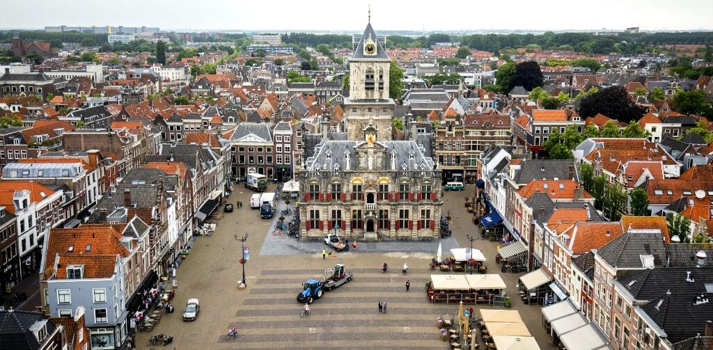 2018-06-12 11:26:28 DELFT - Overzicht van het centrum van Delft. In het centrum werden er salvo's, vermoedelijk met automatische wapens, afgevuurd op winkelpanden. ANP REMKO DE WAAL  (beeld anp / Remko de Waal)
