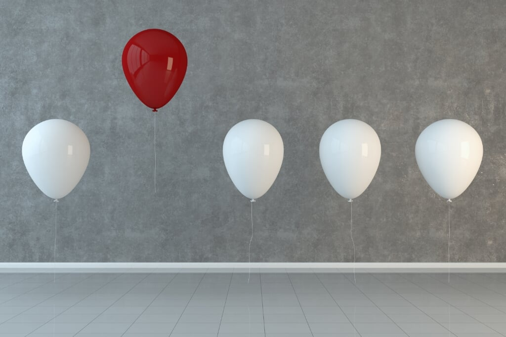 Different, unique, standing out from the crowd with balloons. ( 3d render )  (beeld Getty Images/iStockphoto)