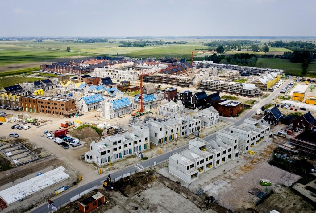 2021-06-09 15:35:33 AMERSFOORT - Dronefoto van een nieuwbouwproject in Vathorst. Volgens een rapport van het Economisch Instituut voor de Bouw (EIB) zullen gemeenten komende jaren ook woningen moeten bouwen in gebieden die nu nog groen zijn. ANP SEM VAN DER WAL  (beeld anp / sem van der wal)