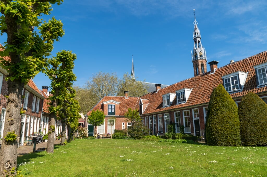 Old almshouses around a small, public courtyard (Sint Anthony Gasthuis) in the Dutch city of Groningen. Netherlands  (beeld istock)