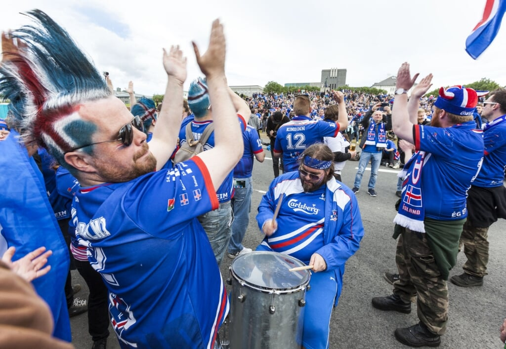 2016-07-03 19:33:16 Iceland's fans react in the public screening area at Arnarholl in Reykjavik, Iceland, on July 3, 2016. Around 10000 to 30000 people are expected today for the public screening at Arnarholl to watch the quater final EURO 2016 football match against France. The quarter final match plays in Saint-Denis, near Paris. Karl Petersson / AFP  (beeld Around 10000 to 30000 People are Expected Today for the Public Screening at Arnarholl to Watch the Quater Final Euro 2016 Football Match Against France. the Quarter Final Match Plays in Saint-denis, Near Paris. karl Petersson / afp)