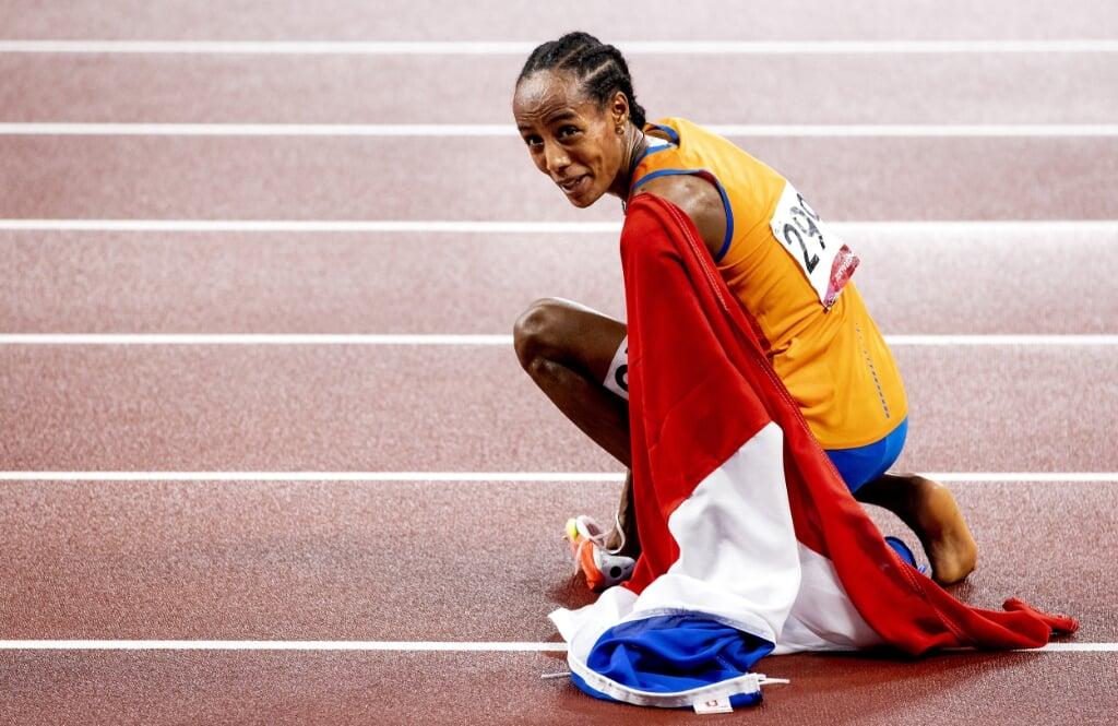2021-08-02 22:57:56 TOKIO - Sifan Hassan tijdens de finale 5000 meter in het Olympisch Stadion tijdens het atletiektoernooi van de Olympische Spelen in Tokio. ANP ROBIN VAN LONKHUIJSEN  (beeld anp / Robin van Lonkhuijsen)