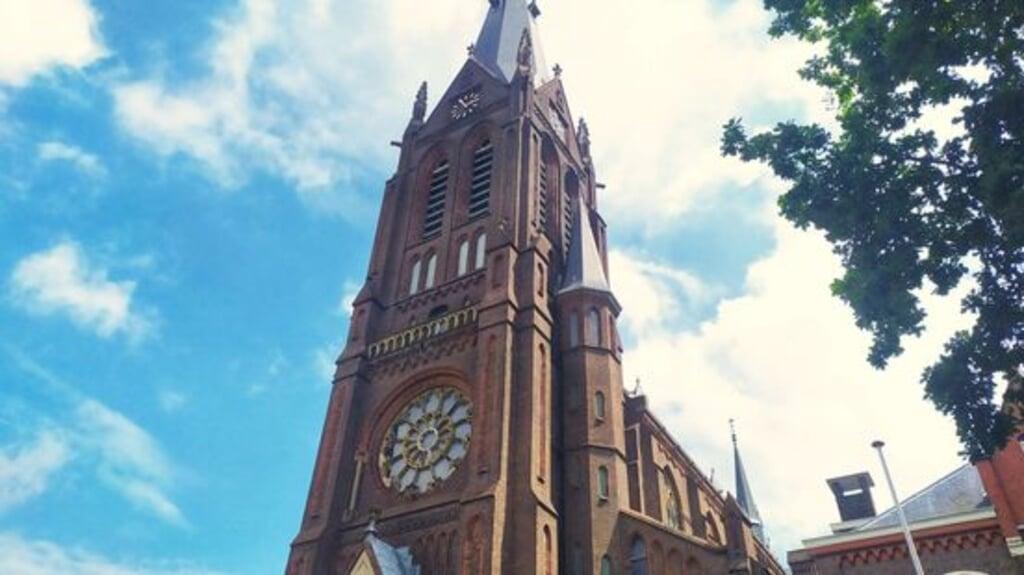 250 omwonenden van de Sint Martinuskerk missen het vertrouwde geluid van de klokken en willen dat deze op volle sterkte luiden.   (beeld omroep west)