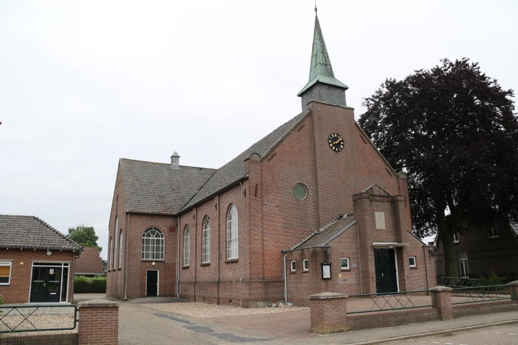 de gereformeerde kerk in Lutten wordt gesloten G. Brokelman ©