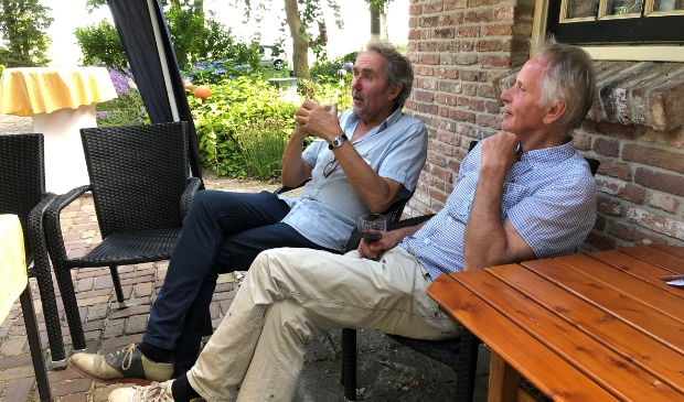 <p>Louis van Vilsteren en Pim Trooster genieten na van een gezellige, intieme openingsdag.</p>