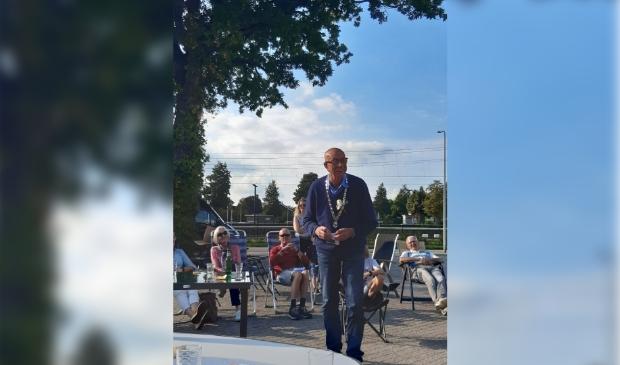 <p>De heer Grendelman, 88 jaar, werd benoemd tot BUUR meester.</p>