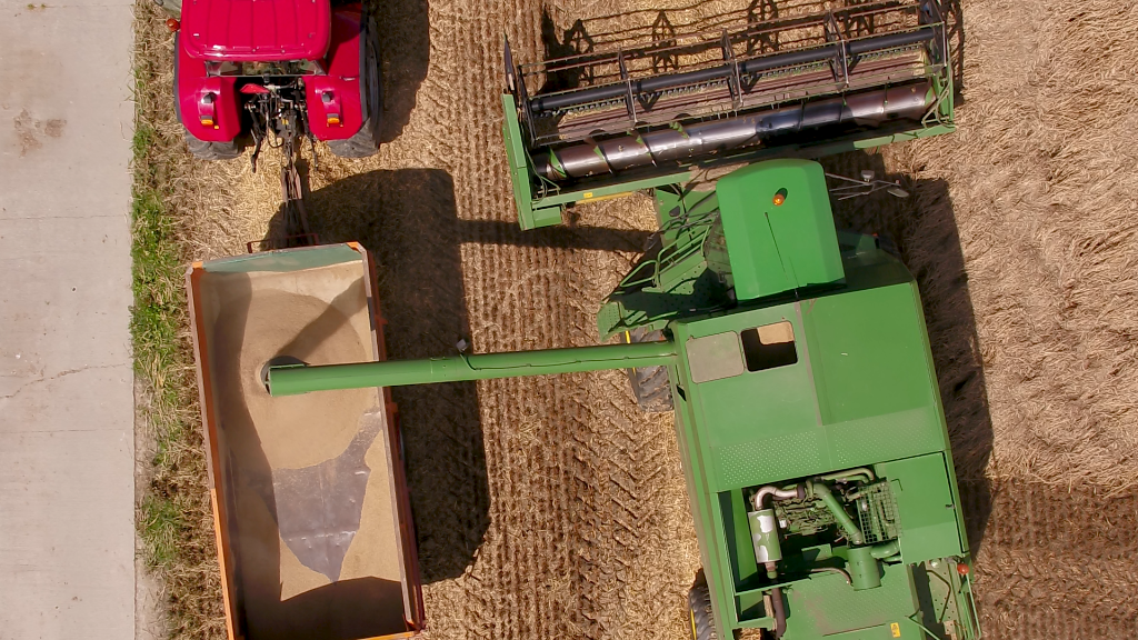 <p>De commercial maakt duidelijk wat er gebeurt bij de boer voordat een product in de winkel ligt.</p>  © De Schakel