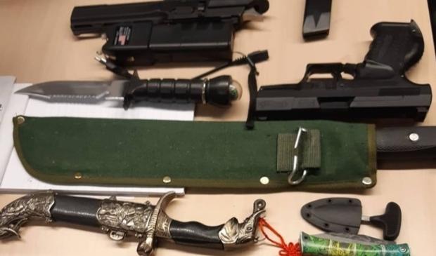 De wapens die werden ingeleverd bij de politie Aa en Hunze.