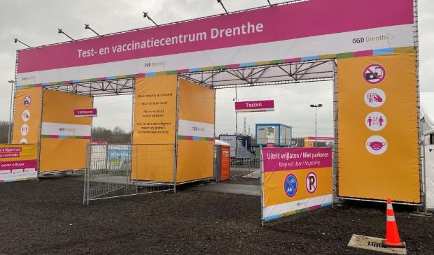 <p>Het nieuwe test- en vaccinatiecentrum op het TT-circuit (foto GGD Drenthe).</p>