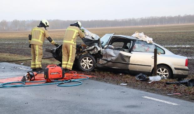 Eén van de auto's die betrokken waren bij het ongeval op de Peesterweg. (foto Van Oost Media)