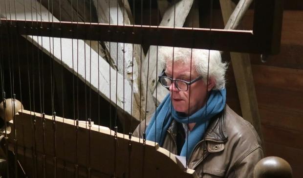 Henk Veldman gaat 'haardvuurliedjes' spelen op het carillon.
