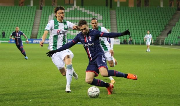 <p>Luka Advic in duel met Itakura (foto Gerrit Rijkens).</p>