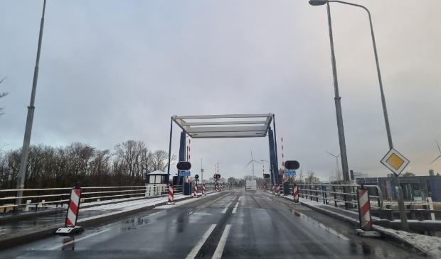De Weiwerderbrug zal een onderhoudsbeurt krijgen. Foto: Marc Zijlstra.