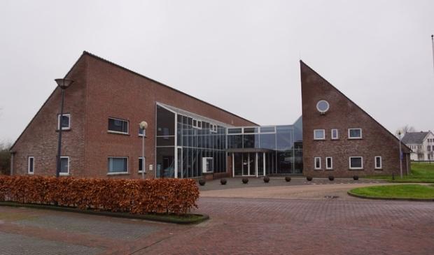 <p>Het gemeentehuis in Leens.</p>