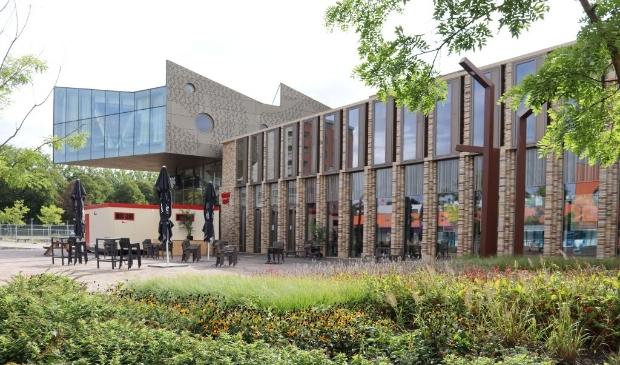 <p>Midden-Groningen centraliseert de dienstverlening in het Huis van Cultuur en Bestuur in Hoogezand.&nbsp;</p>