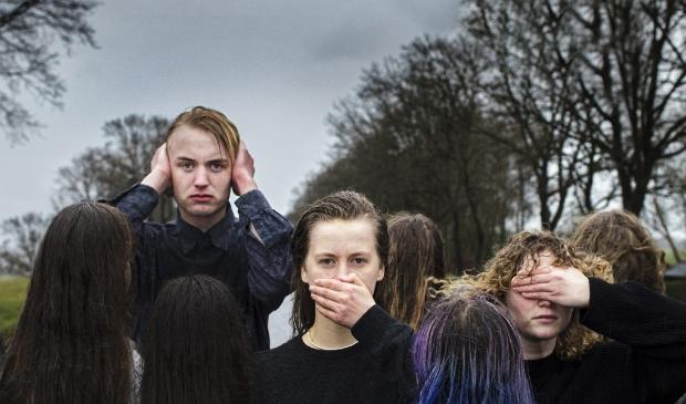 <p>Theatervoorstelling &#39;Overbruggen&#39; gaat over jongeren in de laatste dagen van de oorlog in Diever en Dwingeloo.</p>