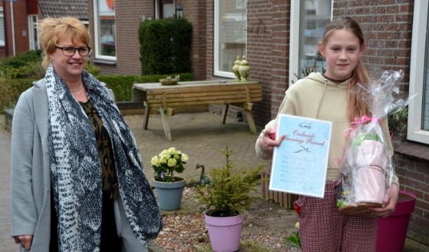 Trainster Grietje Hooiveld met Suzanne Burema. Foto onder: de huldiging van Bart Hol. Foto's: Marinus Hol.