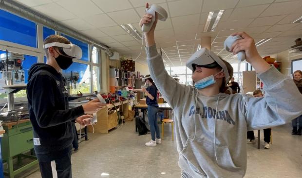 <p>Leerlingen van Het Hogeland College in Winsum aan de slag met Virtual Reality.&nbsp;</p>