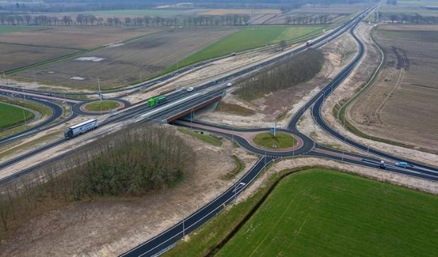 <p>De N34 heeft de afgelopen jaren diverse aanpassingen ondergaan die de verkeersveiligheid moeten verbeteren.</p>