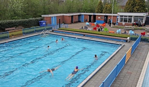 Er kan weer gezwommen worden in Meeden. Foto: Bert Woltjes.