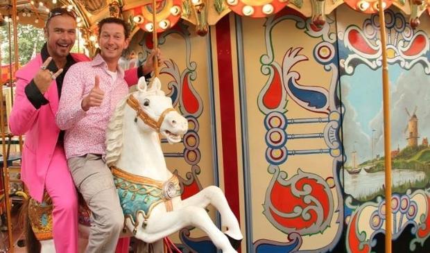 Stichting Carnavalsviering Heesch duikt bij prinsenonthulling de 'HIStorie' in.