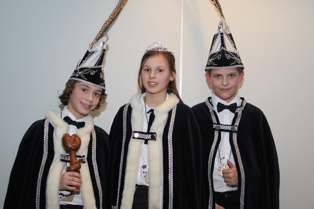 Jeugd prins, prinses en adjudant  Piererijk Foto:  © mooibernheze