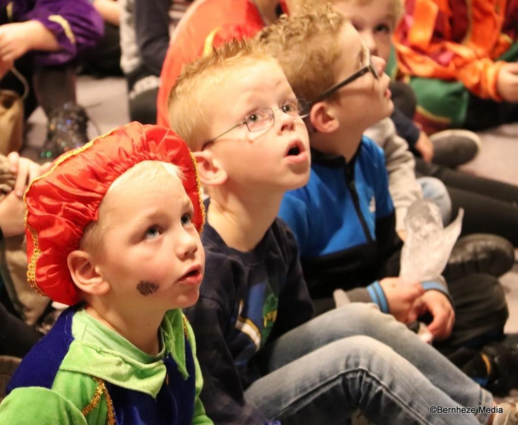 Loosbroek - Sinterklaas en zwarte pieten in CC De Wis Foto: Heidi Verwijst © mooibernheze