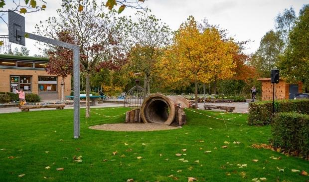 Heeswijk-Dinther -  Opening groen schoolplein BS de Bolderik