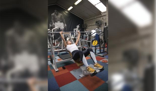 Heeswijk-Dinther - Lieke doet aan bodybuilding