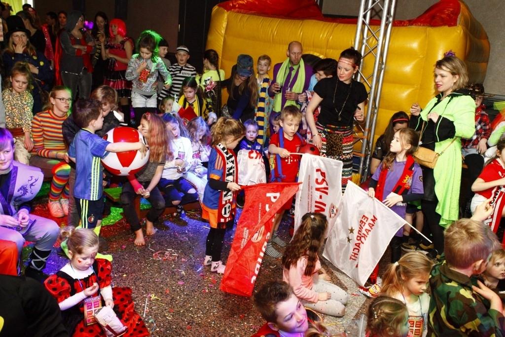 Zandkruiersland - Zondag Carnaval Foto: Michel Roefs © mooibernheze