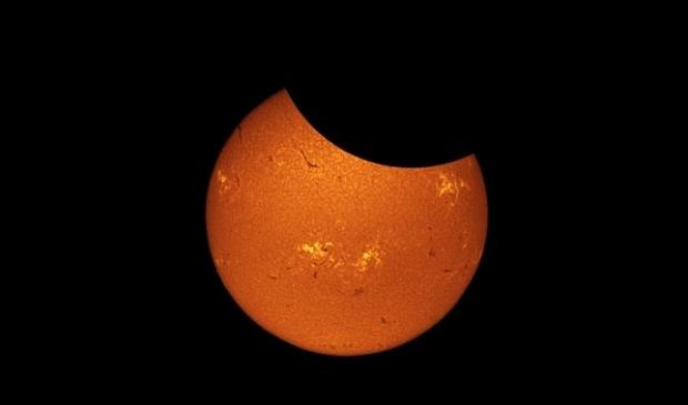 de gedeeltelijke zonverduistering
