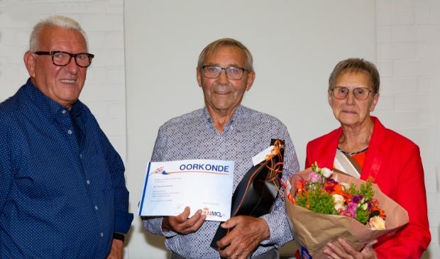 <p>Jan van der Biezen, Theo van de Wetering en zijn vrouw Jo.</p>