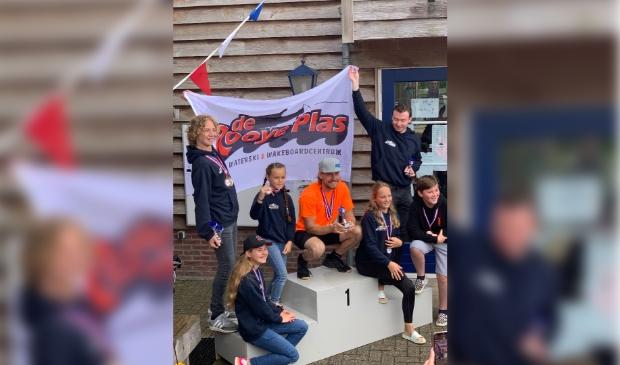 <p>Vanaf links; Wessel van der Wijst, (zittend) Neve Sleegers, Dal&iacute; van Gorp, Freek School, Yzze van der Wijst, Teun van den Berg, Robin van Asseldonk </p>